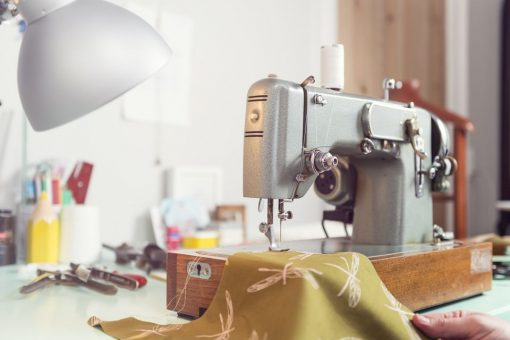 Top 10 Best Sewing Machines In India: Reviews, Price & Buying Guide